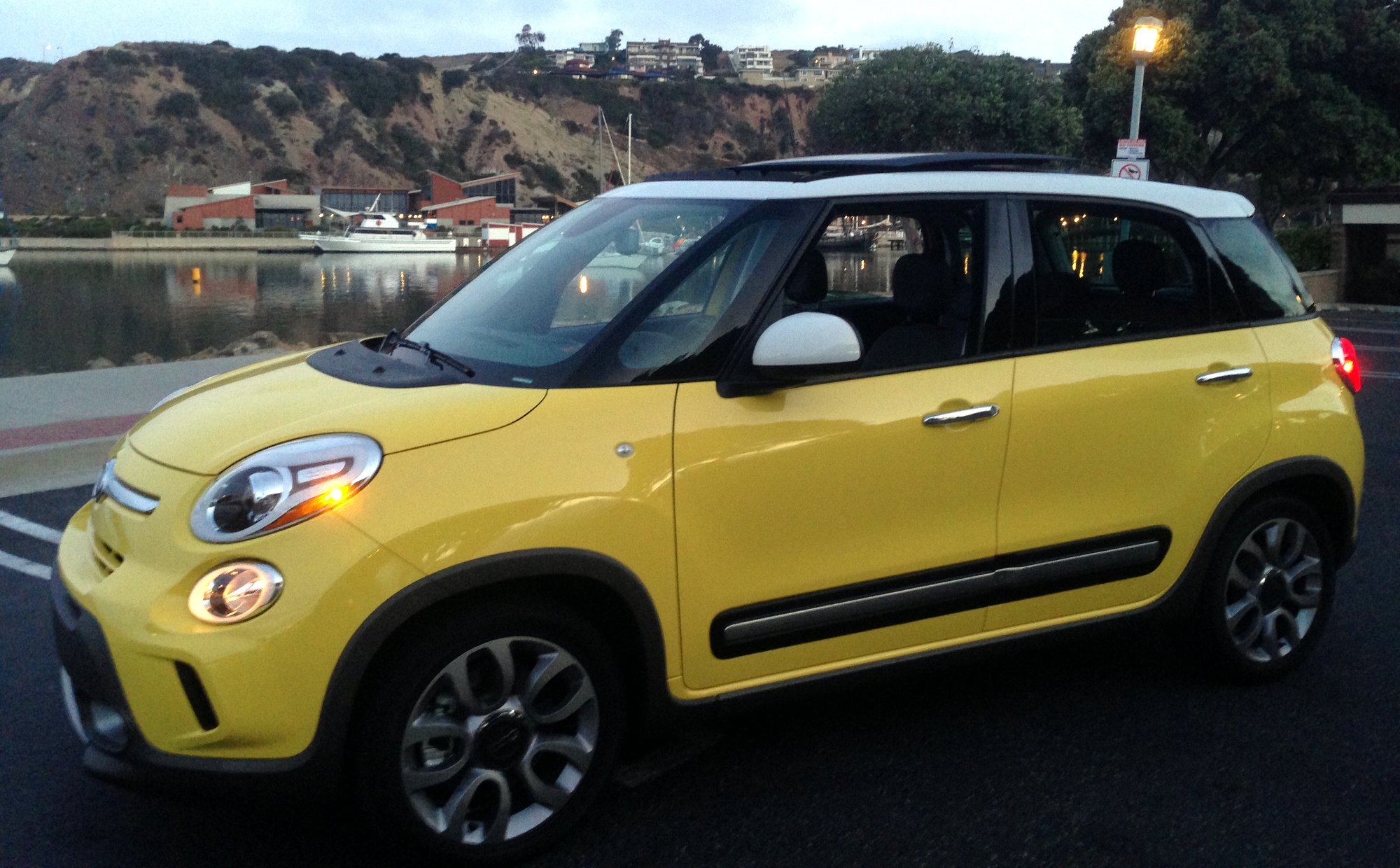 2015 fiat 500l trekking clean fleet report. Black Bedroom Furniture Sets. Home Design Ideas