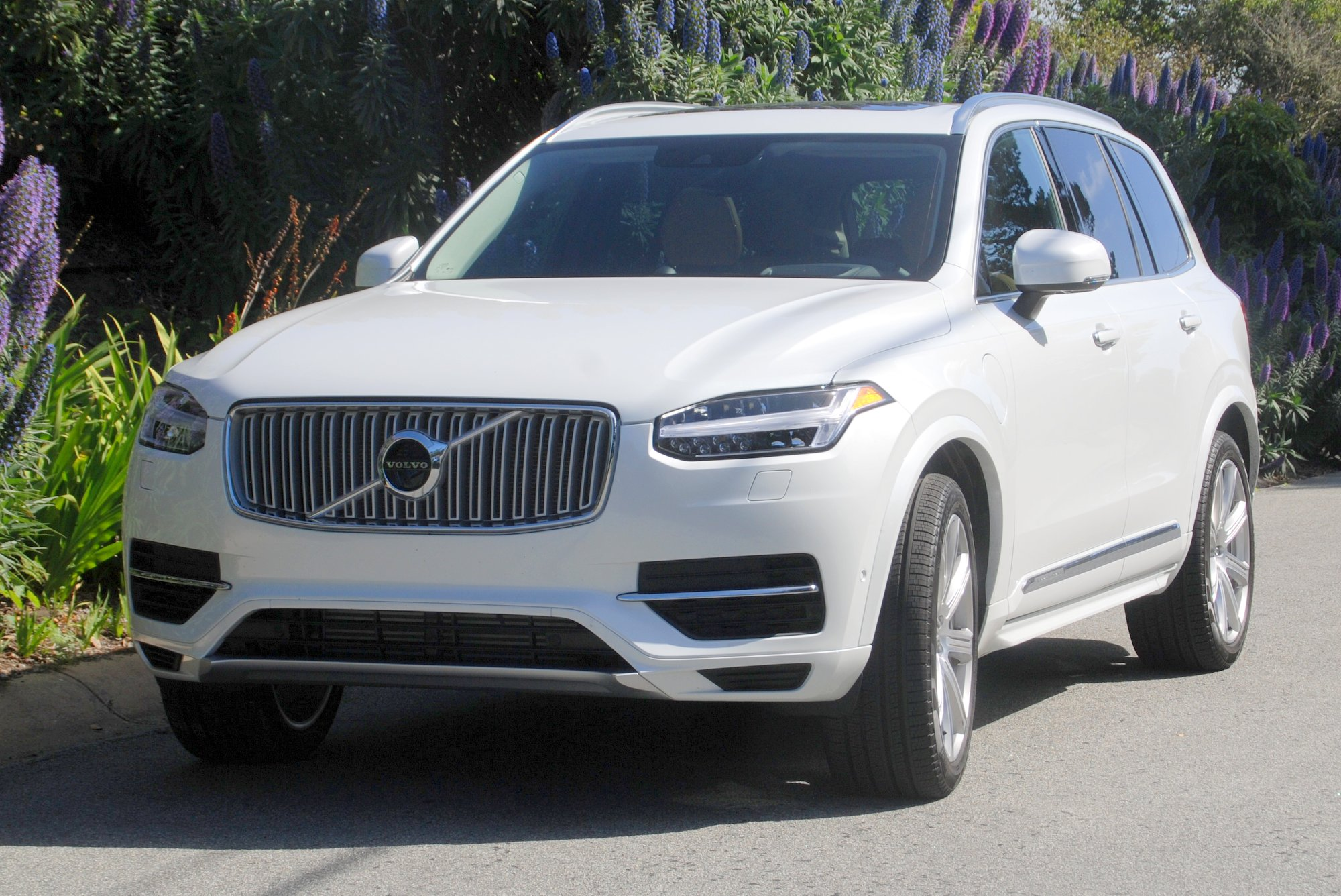 first drive 2016 volvo xc90 t8 plug in hybrid clean fleet report. Black Bedroom Furniture Sets. Home Design Ideas