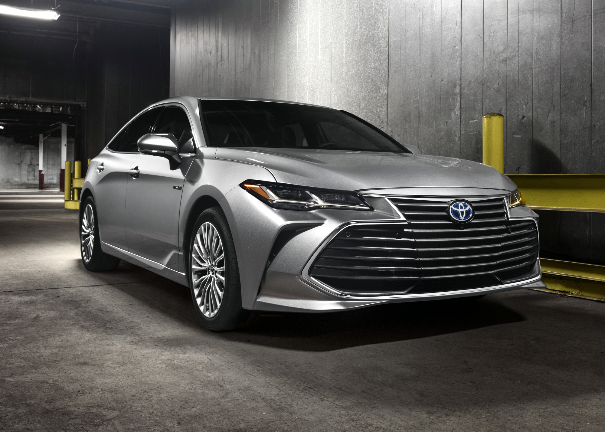 news the 2019 toyota avalon hybrid introduced clean fleet report. Black Bedroom Furniture Sets. Home Design Ideas